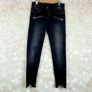 Zara Black distressed Moto Jeans Size 4 frayed hem